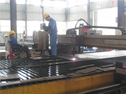 Поглед на фабриката12